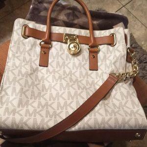 MK large purse beautiful